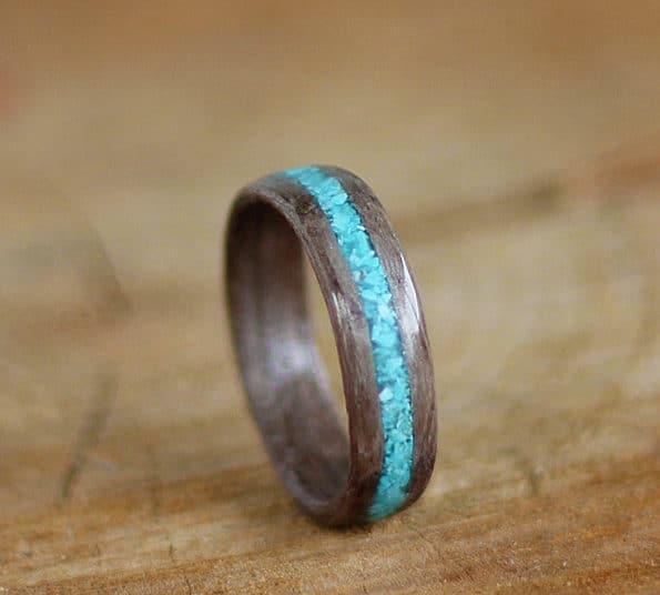 prstan iz staranega hrasta in turkiza
