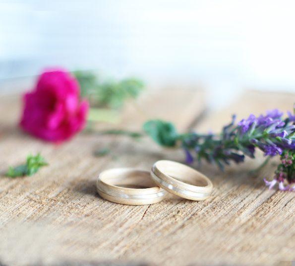 ročno izdelan lesen prstan iz javorja in srebra