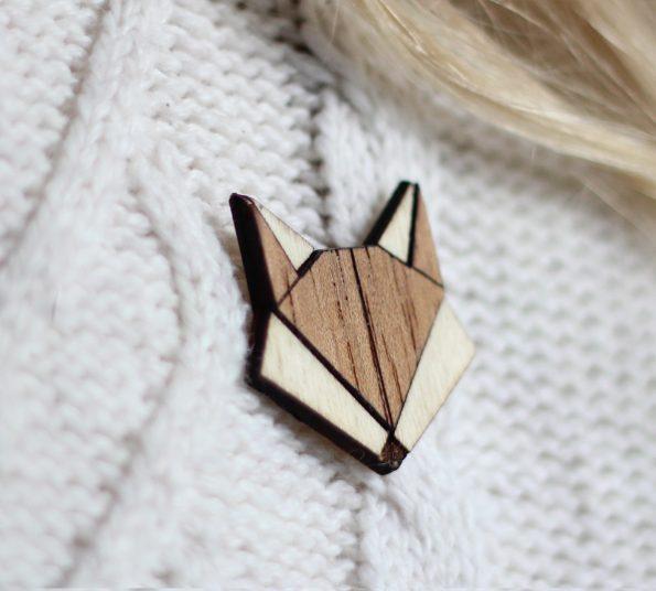 lesena lisička v obliki broške