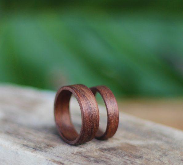 orehov prstan zaščiten s čebeljim voskom